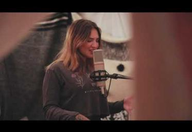 Julia Michaels - Give It To You | videoclip