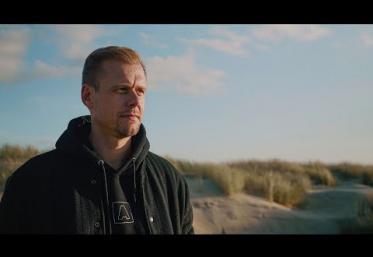 Armin van Buuren & Avalan - Should I Wait   videoclip