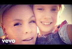 P!nk, Willow Sage Hart - Cover Me In Sunshine   videoclip