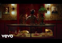 DJ Snake & Selena Gomez - Selfish Love | videoclip