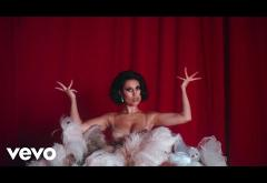 Raye - Call On Me | videoclip