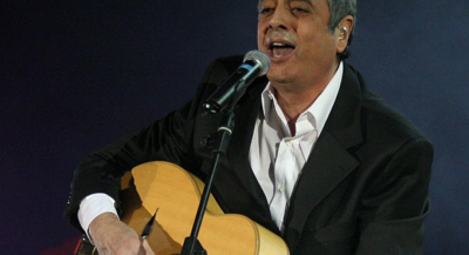 ROMANTIC FM prezinta ENRICO MACIAS
