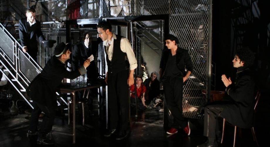 """Un excelent Caragiale, spectacolul """"Două Loturi"""", revine pe scenă"""