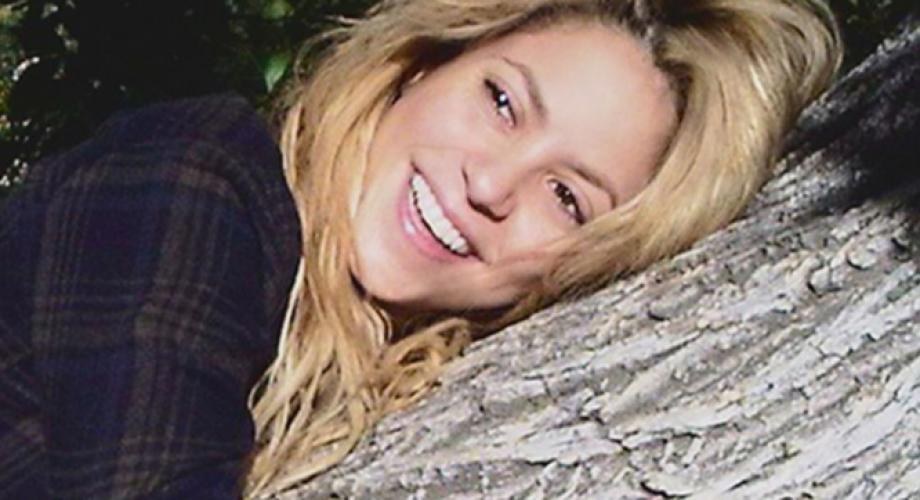 Shakira - Me Enamore (Video)