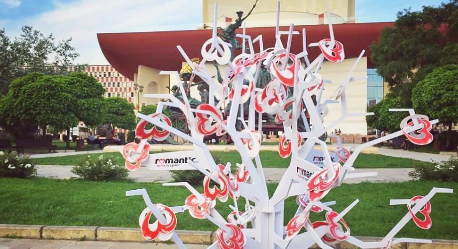 Romantic FM te invită la TNB, la copacul cu inimi norocoase