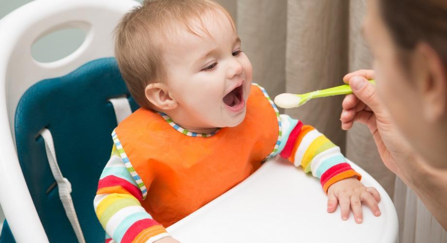 La masă cu bebe. Cum alegi scaunul de masă pentru bebeluși?
