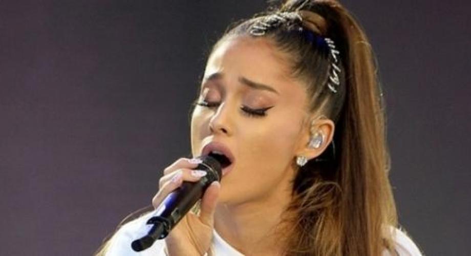 Ariana Grande este primul cetăţean de onoare al oraşului Manchester
