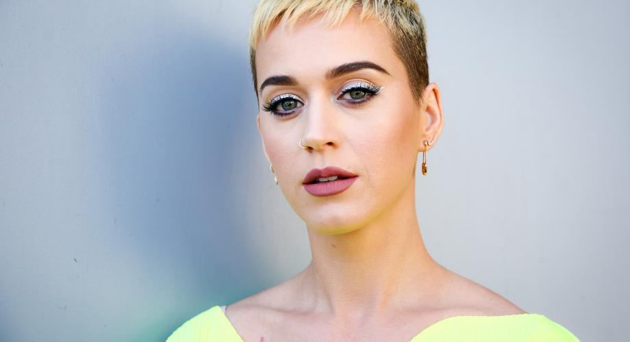 Katy Perry trage tare