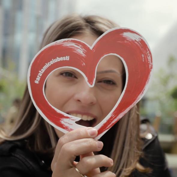 CUM SE VEDE IUBIREA PRIN INIMA ROMANTIC FM?
