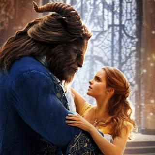 """O poveste, un hit - """"Beauty and The Beast"""" (Video)"""