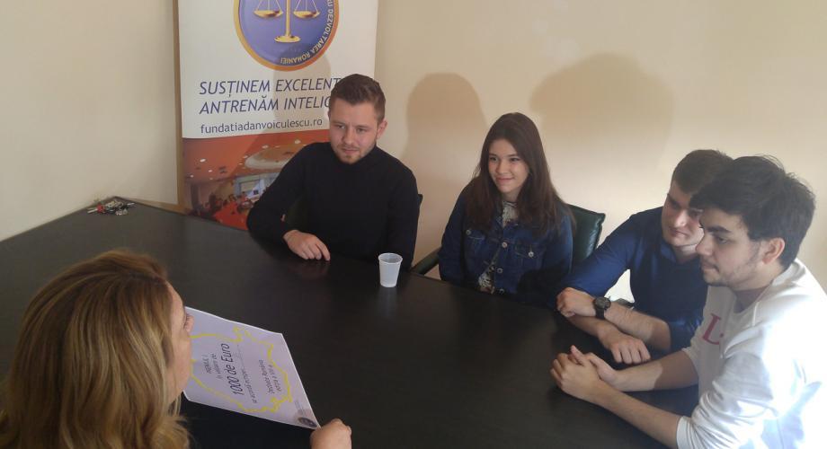 """Laurii concursului """"Dezbate România"""""""