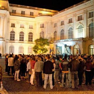 Sute de muzee deschise la Noaptea Europeană a Muzeelor