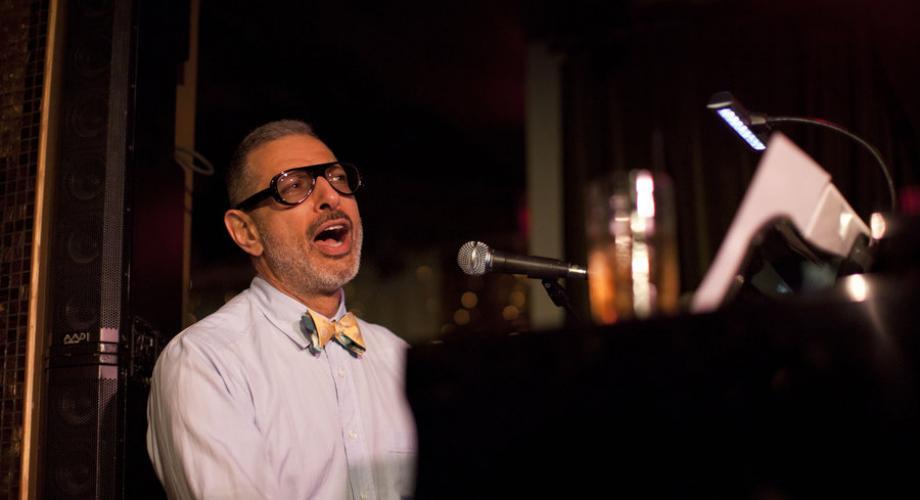 Jeff Goldblum debutează în muzică la 65 de ani