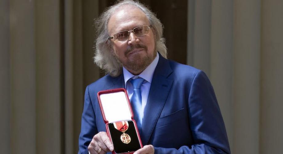 Barry Gibb, cavaler al Ordinului Britanic