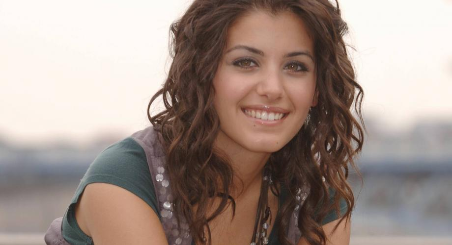 "Katie Melua - ""Bridge Over Troubled Water"" (Video)"