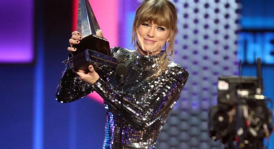 Taylor Swift este artistul anului, pentru a patra oară