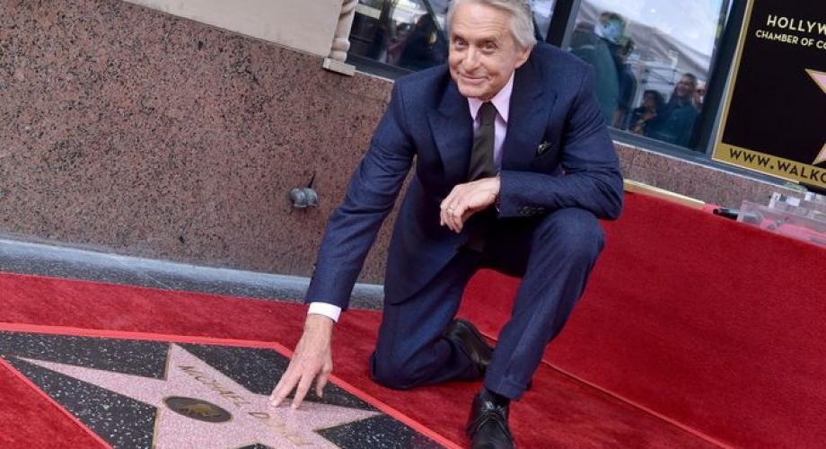 Michael Douglas are stea pe bulevardul celebrităţilor