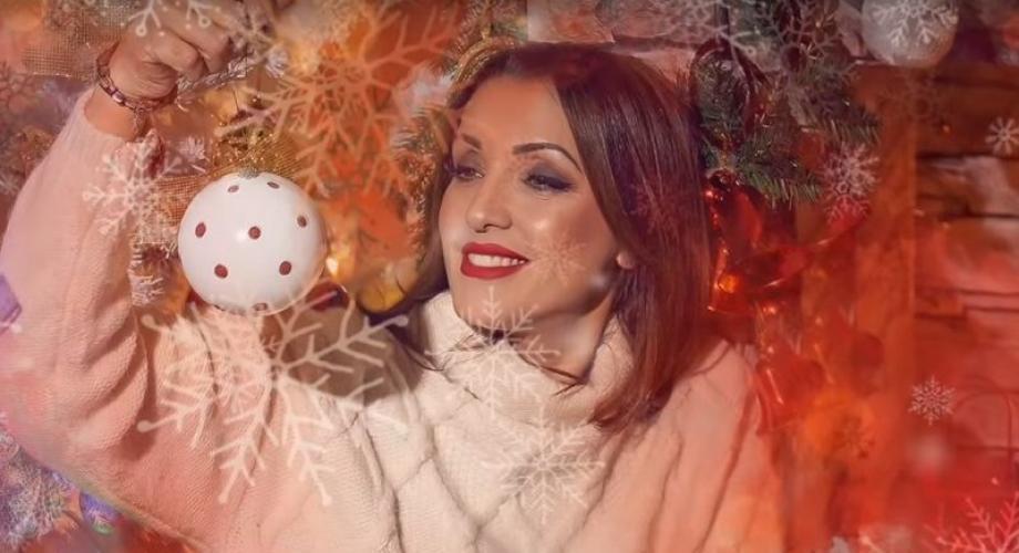 """NICO ne anunță prin cântec: """"Vine Crăciunul""""!"""