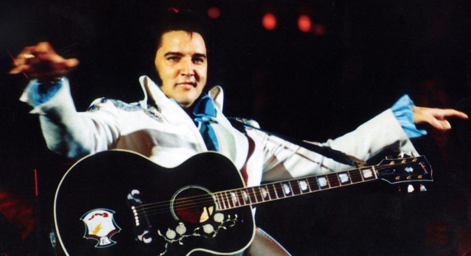 Elvis Presley pe scenă: 10 momente în care ne-a cucerit