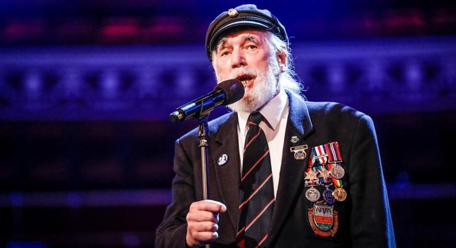 Un veteran de război l-a depăşit pe Ed Sheeran în topurile muzicale