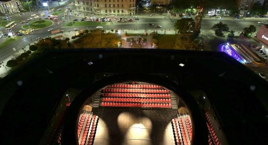 Nopți de vară, sus, pe teatru!
