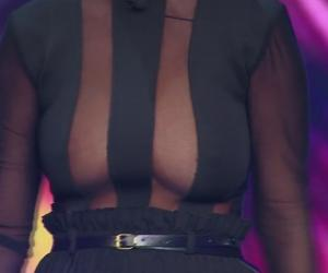 Imagini XXX! A venit cu sânii goi la iUmor! Cum a reacționat Bendeac VIDEO
