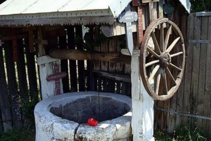 O femeie din Bihor s-a dus să scoată apă din fântână. Ce a apărut ...