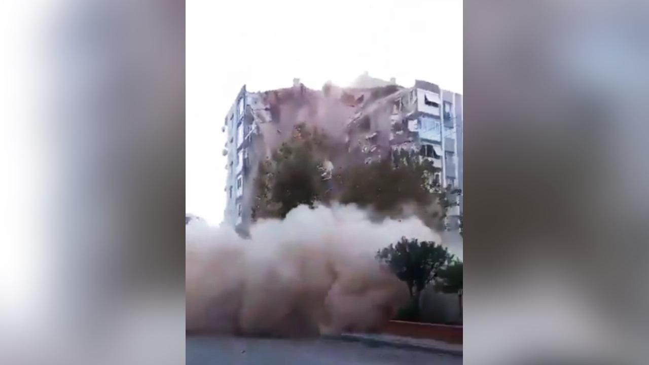 clădire prăbușită după cutremur