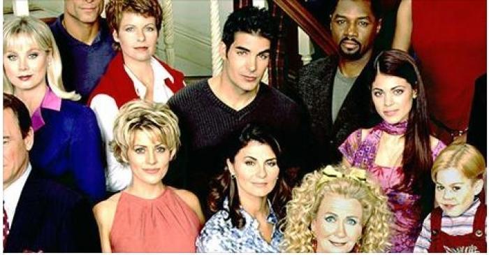 """Îi mai ții minte pe actorii din serialul """"Pasiuni""""? După aproape două decenii de la lansarea, aceștia s-au reunit! Cum arată ACUM!"""