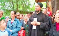 Ioan era preot la o biserică din Iași, dar aproape nimeni nu și-a închipuit ce făcea părintele în timpul slujbelor.