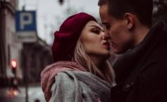 """""""Am început să fac dragoste cu un tip uluitor. Sentimentele mele pentru ele încep să crească, dar recent am aflat că nu este chiar ceea ce pare. Este oribil ce mi-a făcut!"""""""""""