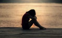 """Și-au drogat fiica de 17 ani și au dat-o unui prieten să o violeze. În tot acest timp, mama privea abuzul impasibilă"""""""