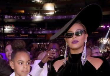 Atâât! Fetița lui Beyonce, Blue Ivy, a licitat 19 mii de dolari pentru o operă de artă!