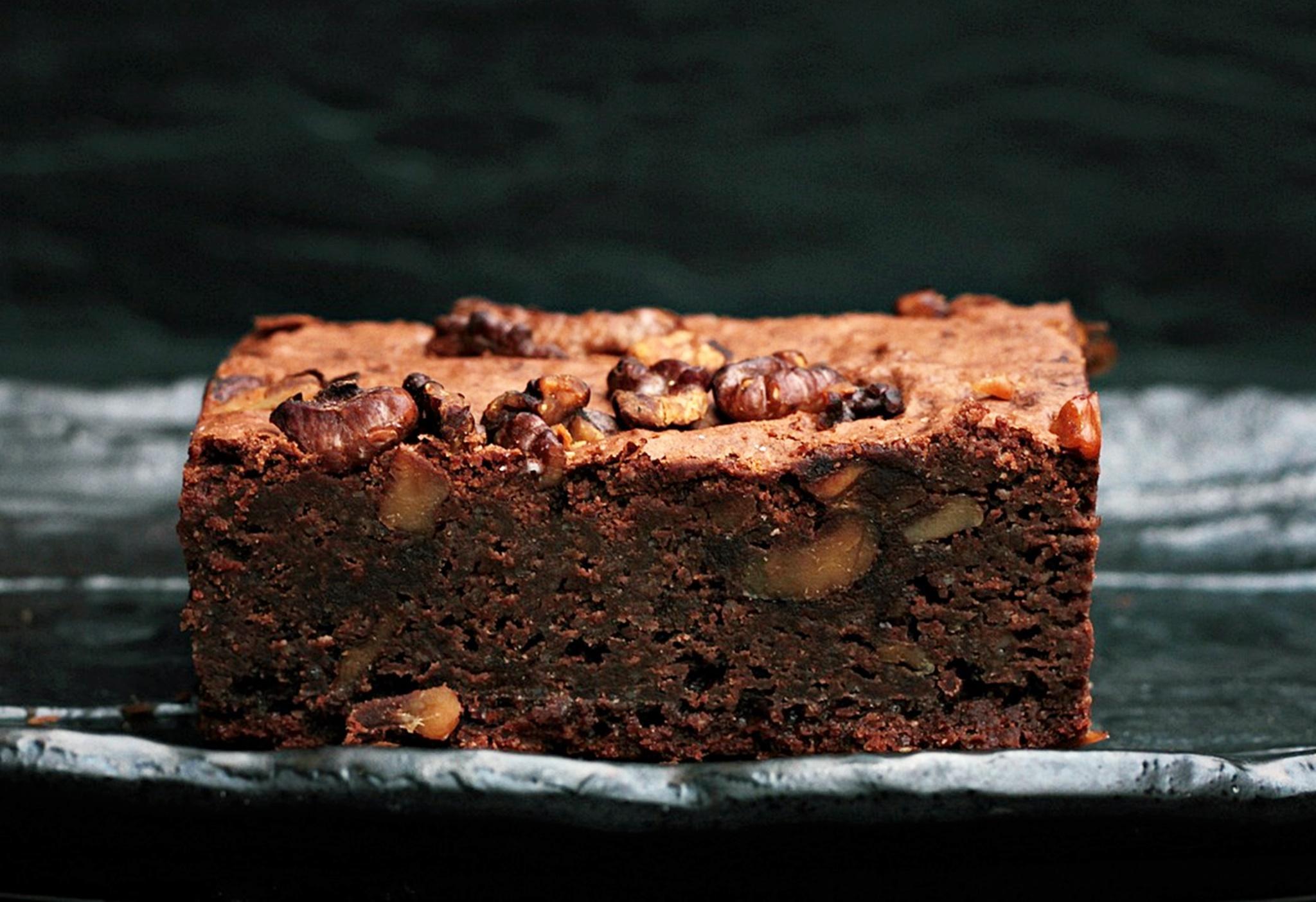 Brownie cu nuci și multă ciocolată, prăjitura cea mai apreciată!