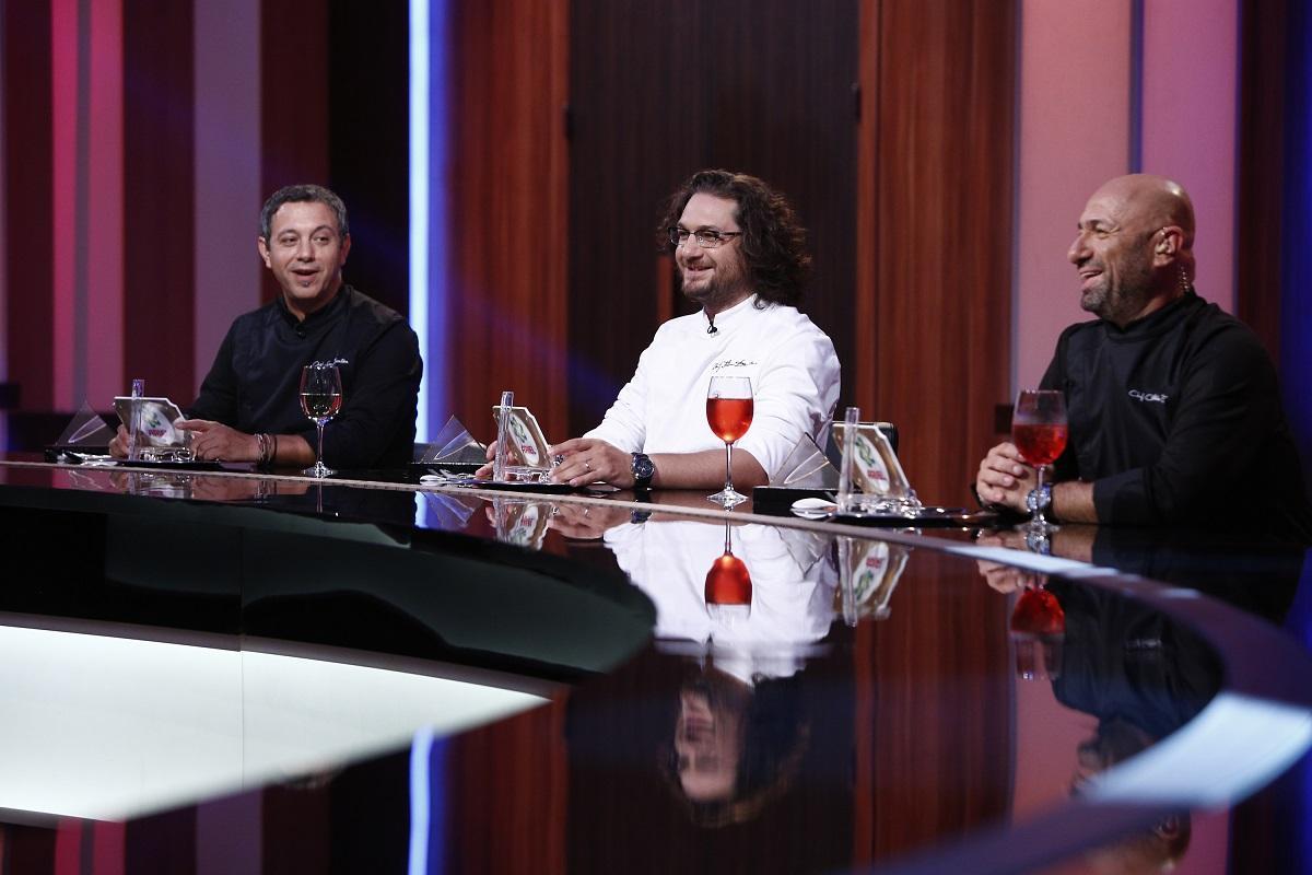 """Se schimbă REGULILE la """"Chefi la cuțite""""! Ce trebuie să facă jurații în cel de-al șaselea sezon"""