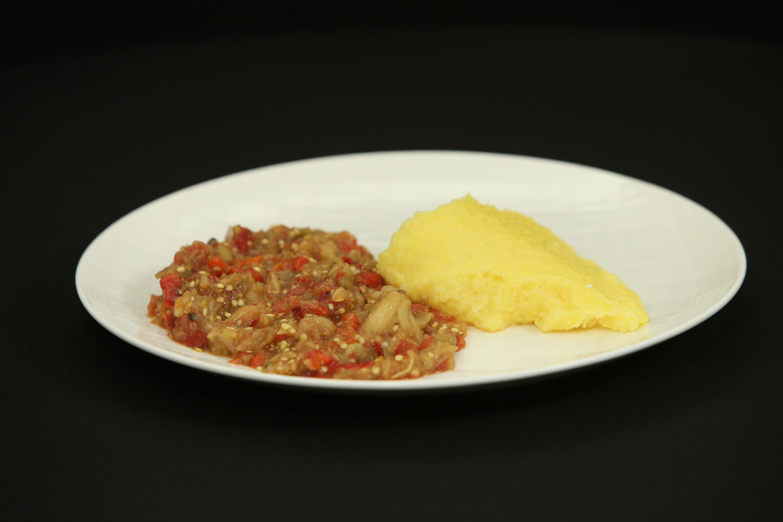 Lutenitsa, un preparat similar cu zacusca, specific bucătăriei bulgăreşti