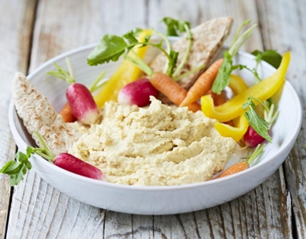 Hummus. O gustare grozavă, nutritivă și sățioasă, bogată în proteine și fibre!