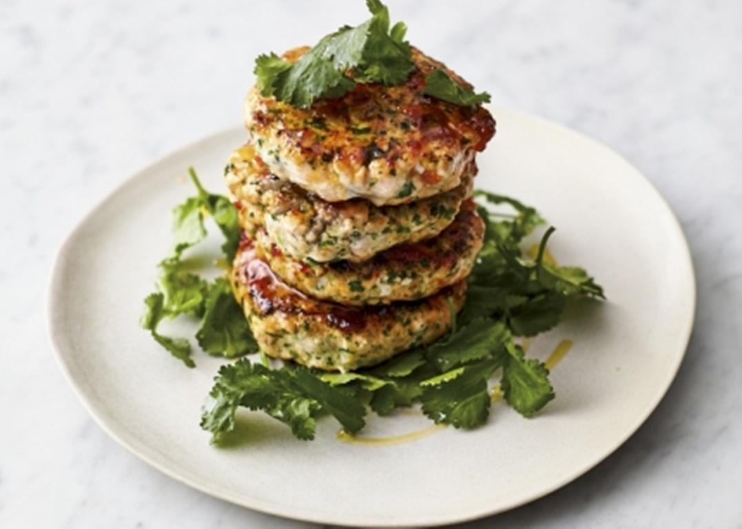 Quick Asian fishcakes. Rețetă simplă și rapidă de chiftele din somon, by Jamie Oliver!