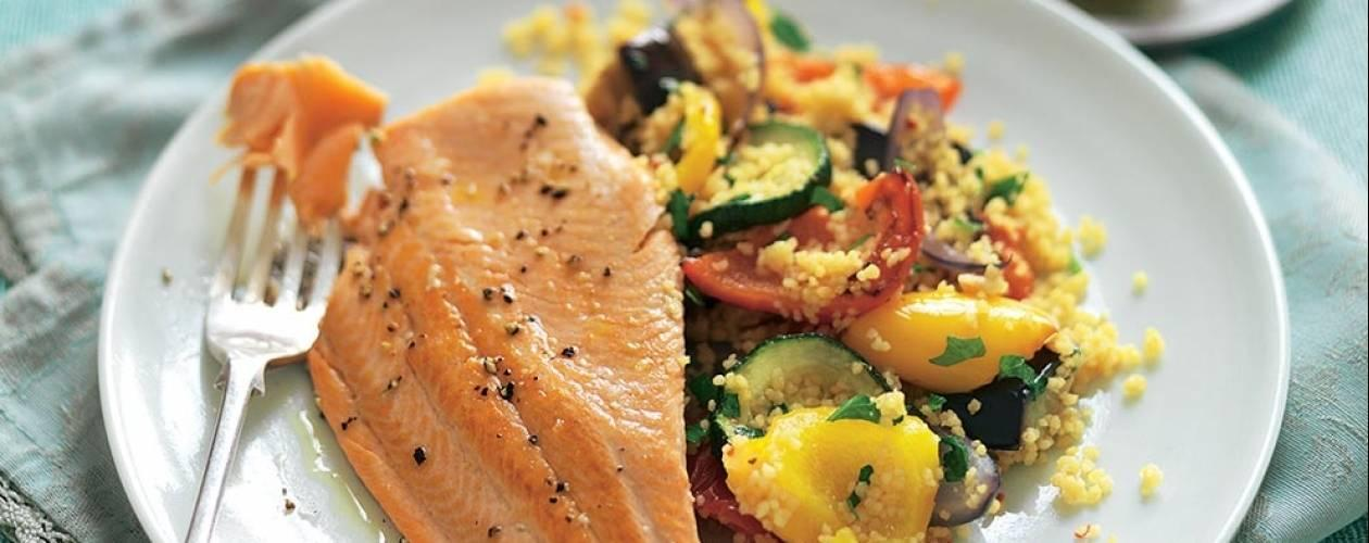 Cea mai simplă și gustoasă rețetă de păstrăv cu legume se face imediat, cu doar câteva ingrediente! Regis Stone te învață cum!