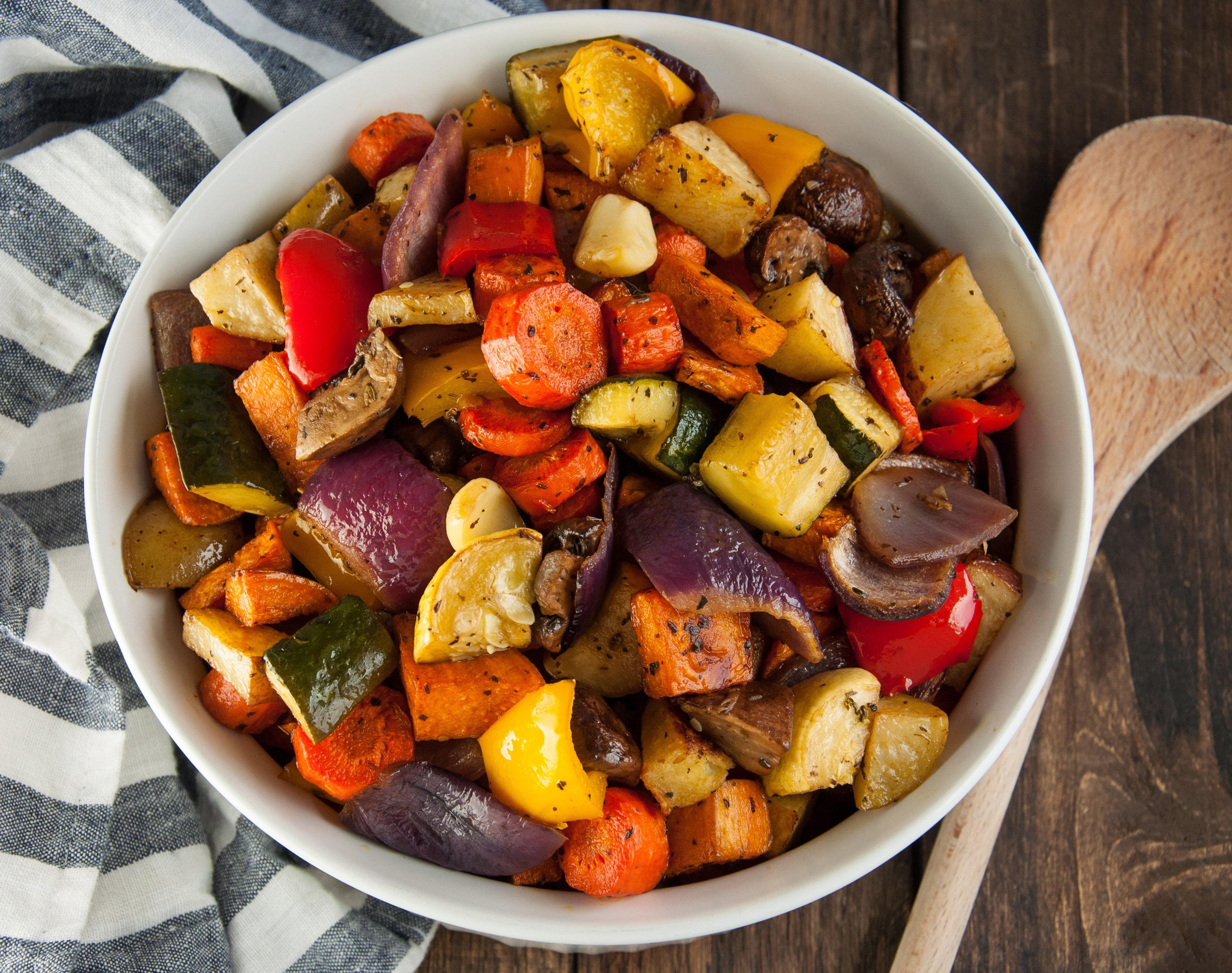 Cum se face cea mai bună rețetă de legume la cuptor! Tai, amesteci și minunea e gata imediat
