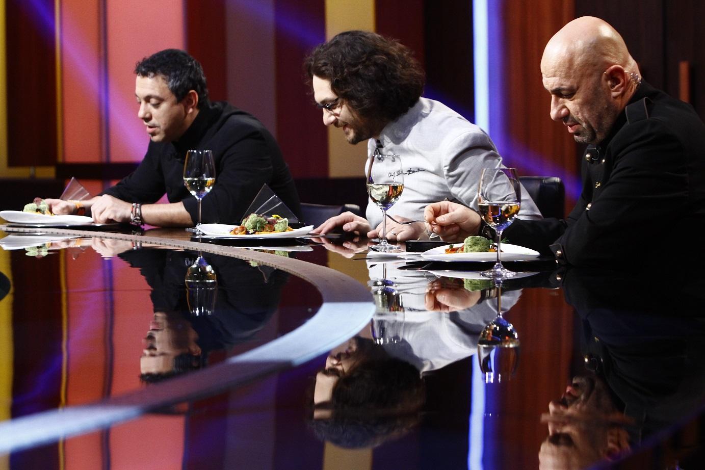 """Scărlătescu a primit inelul, o concurentă a ghicit în cărți de tarot și un puști de zece ani a făcut show, totul la """"Chefi la cuțite"""""""
