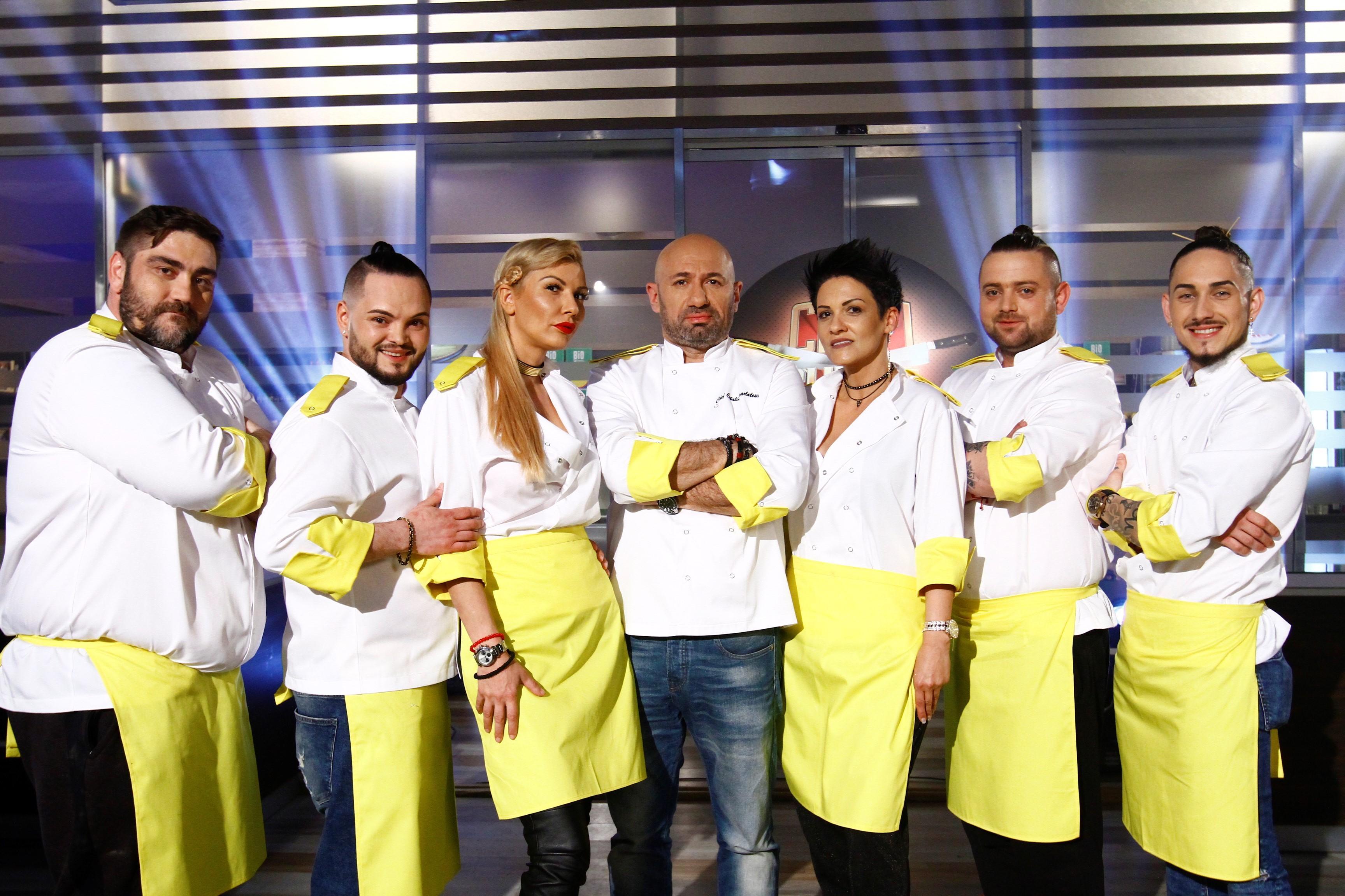 Bucătarii lui Scărlătescu vor defila în echipa galbenă! Poveștile concurenților aleși pe sprânceană de chef Cătălin