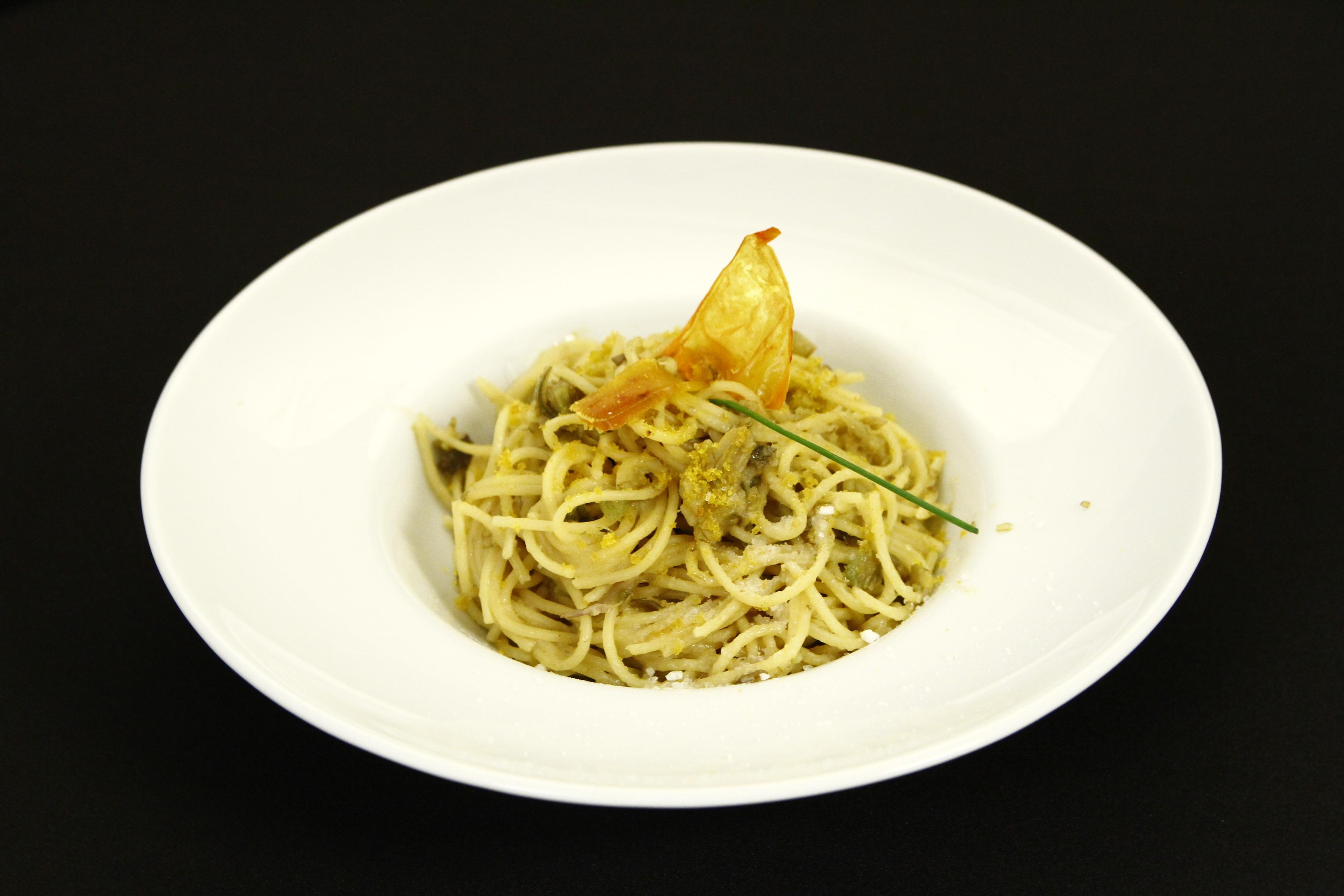 Spaghete cu anghinare și icre de cefalo