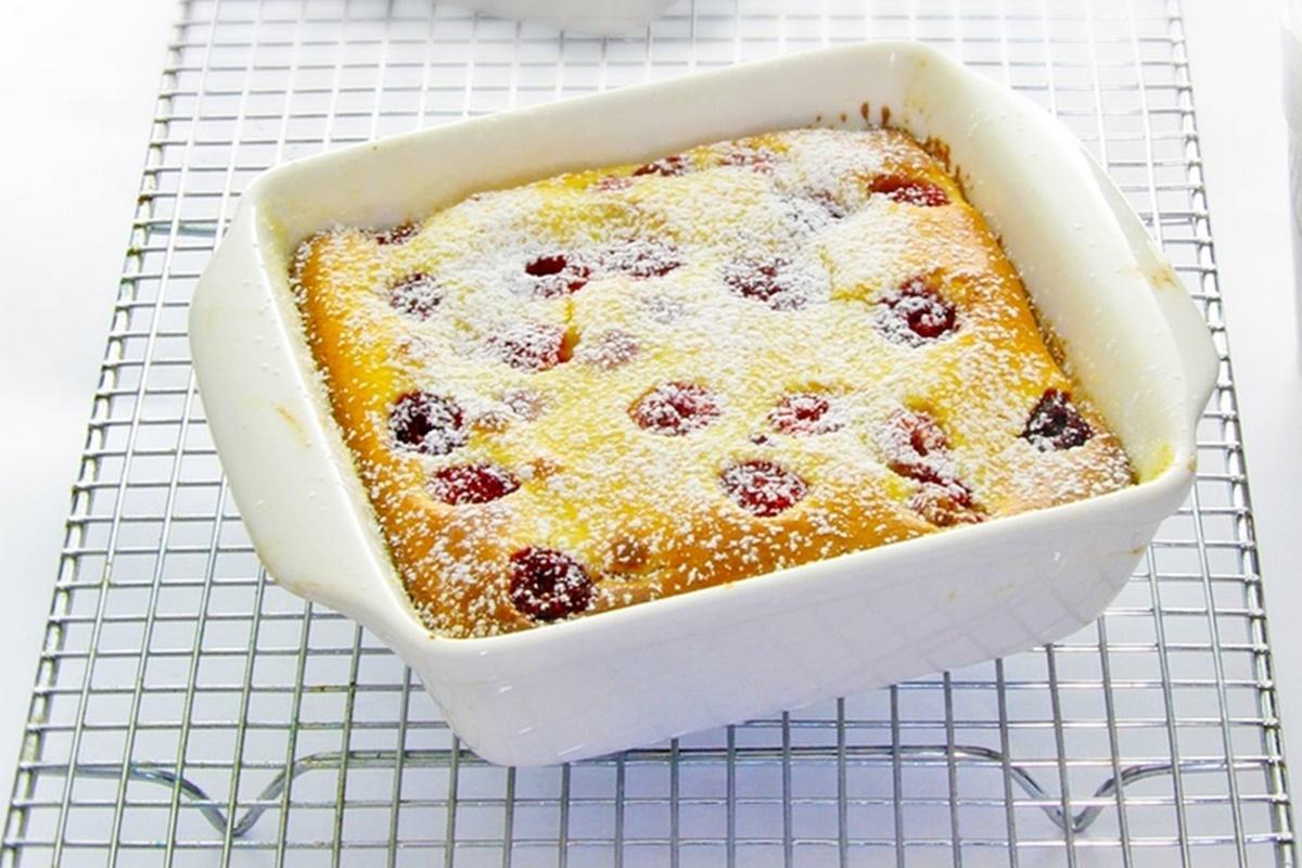 Prăjitura cu iaurt și vișine. O prăjitură simplă și ușoară, cu gust dulce-acrișor!