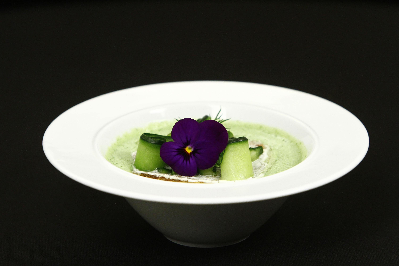 Gazpacho de castraveți. O supă rece, perfectă pentru perioada caniculară!