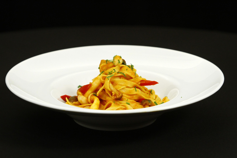 Rețetă simplă  și ușoară de tagliatelle bolognese