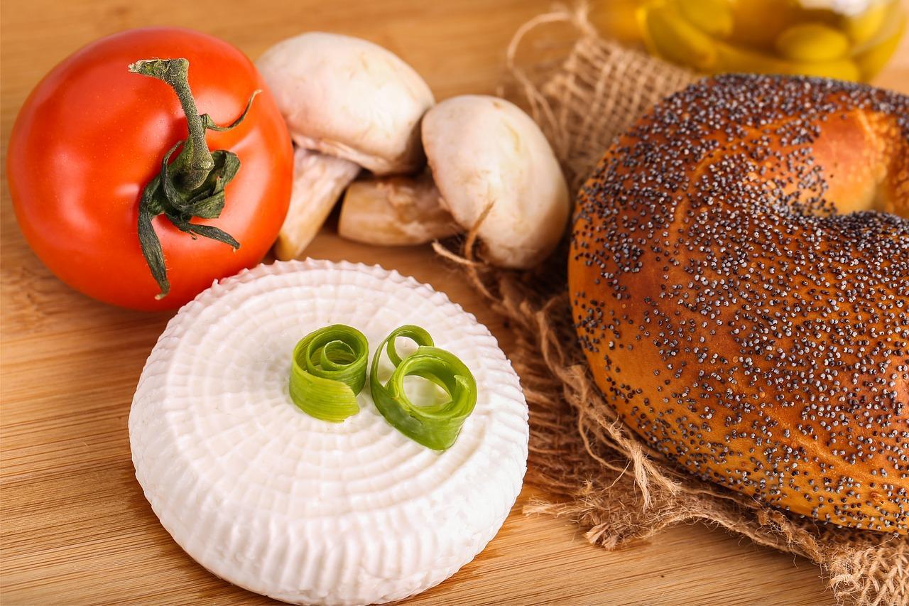 Cum să prepari în casă brânza proaspătă din lapte de vacă, naturală și sănătoasă