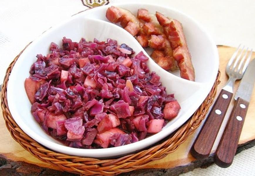 Cum faci cea mai gustoasă mâncare de varză roșie, preparată în stil nemțesc!
