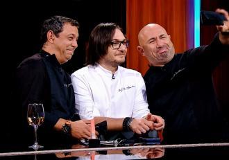Doamne, cât s-a putut râde! Chef Florin Dumitrescu şi-a îndreptat părul cu placa, după ce a pierdut un pariu