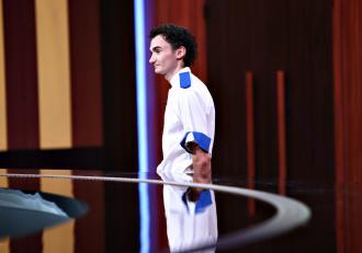 """Dramă în echipa albastră! Chef Florin Dumitrescu a pierdut primul concurent! Andrei Tănasă a fost eliminat de la """"Chefi la cuţite""""! """"E o greșeală mult prea mare!"""""""